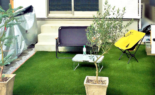 庭・植え込みに人工芝を施工した時のサンプル画像