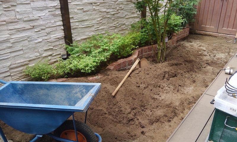 東京都 F様邸の庭施工中の写真2