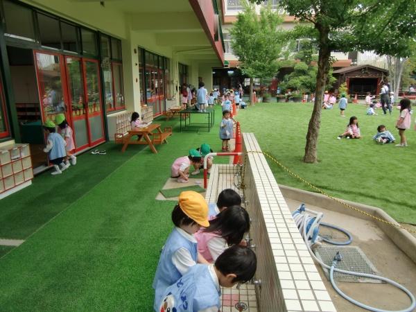 幼稚園の園庭を人工芝にのアイキャッチ画像