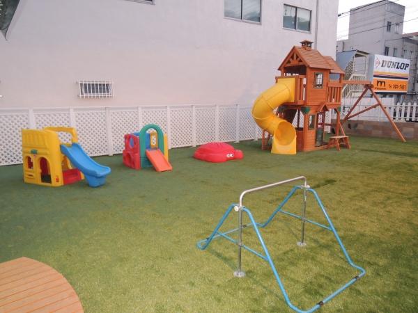 遊具がたくさん置いてある場所も安心施工後の写真1