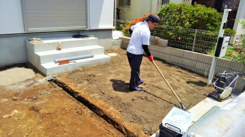 東京都 A様邸の庭施工中の写真3