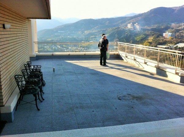 マンション屋上に人工芝をプラス・施工前の写真